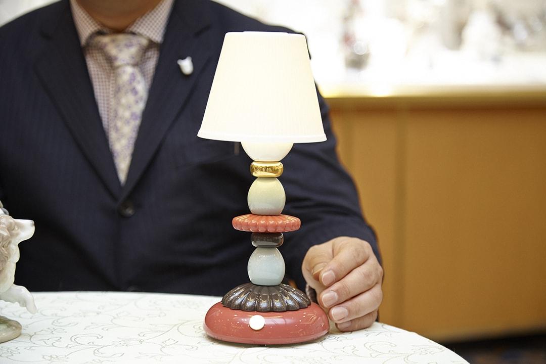 「ファイヤーフライ=蛍の光」のようなやわらかい光で点灯